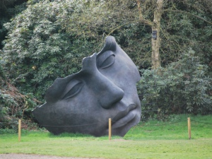 Yorkshire Sculpture Park Source:Cyberslayer