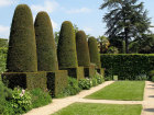 The Pillar Garden, Hidcote Manor Source:© Neosnaps (Flickr)